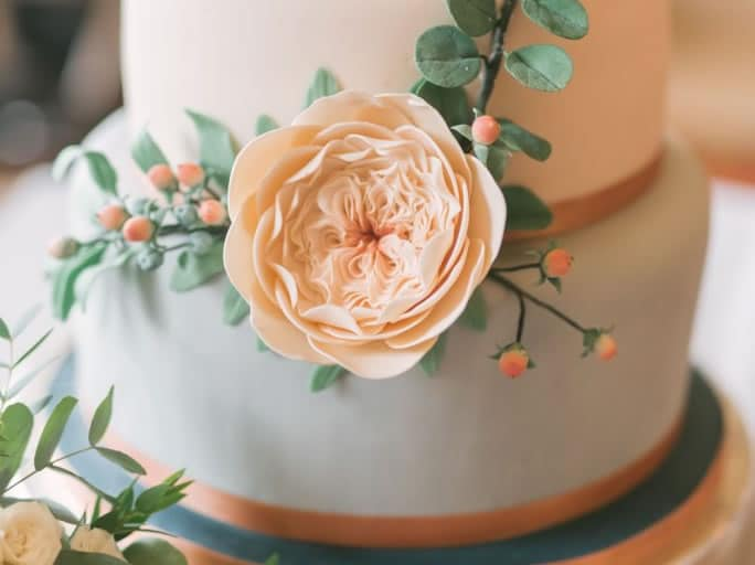 david austin rose wedding cake